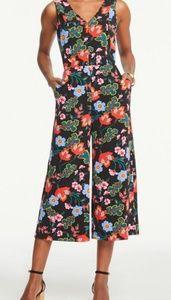 Ann Taylor Floral cropped Romper Jumpsuit sz 8